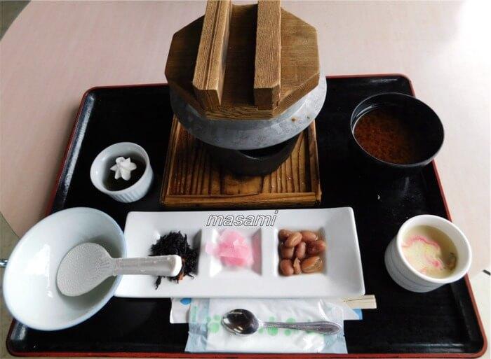 美濃にわか茶屋 鮎と舞茸の釜飯御膳