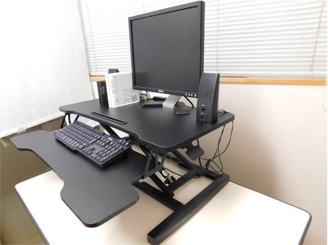 スタンディングデスク 卓上型 FITUEYES 設置完了